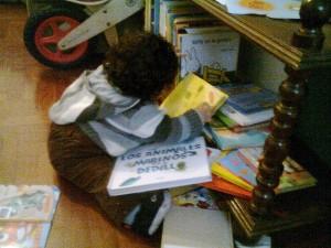 Murilo, escogiendo un libro :-P